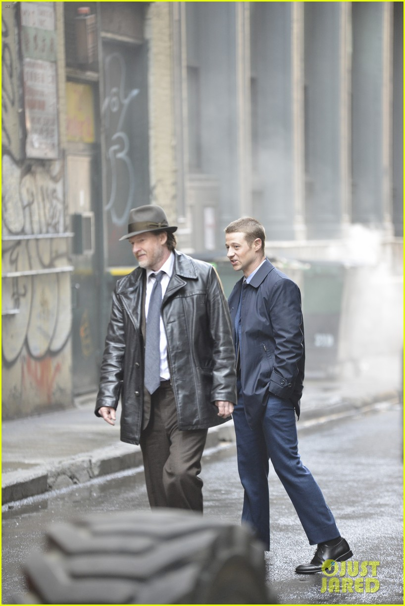 ben mckenzie donal logue gotham fight scene 043075860