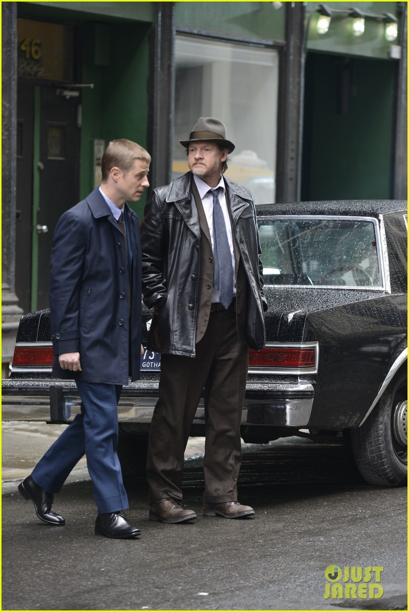 ben mckenzie donal logue gotham fight scene 083075864