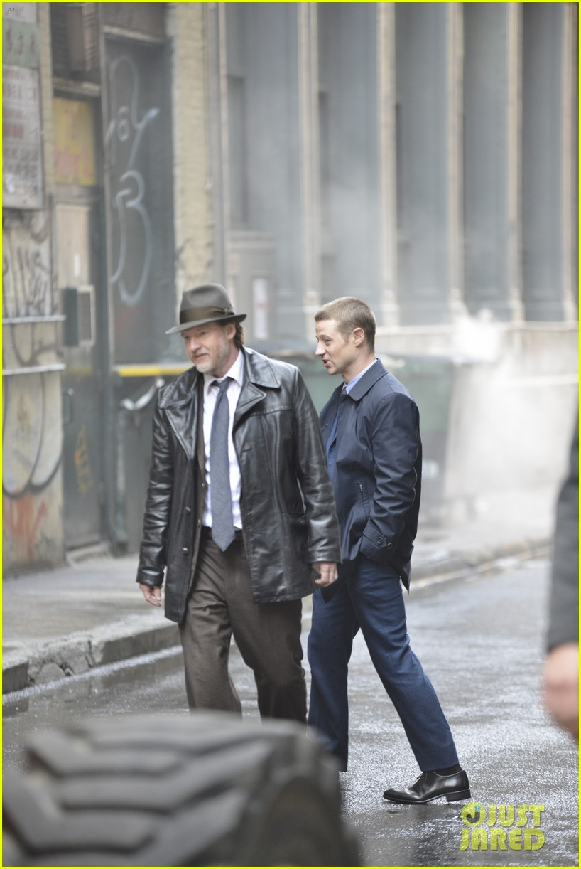 ben mckenzie donal logue gotham fight scene 133075869