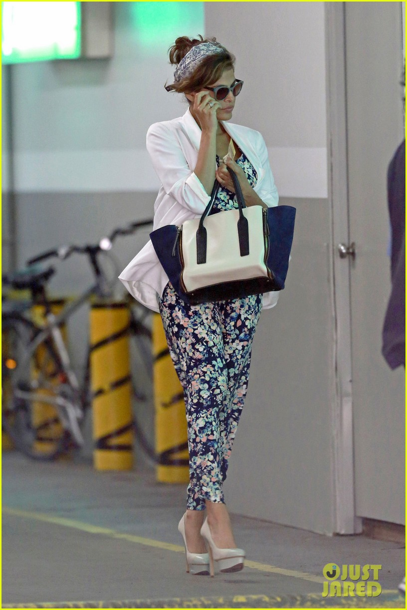 eva mendes is ready for spring in cute floral jumpsuit 053071834