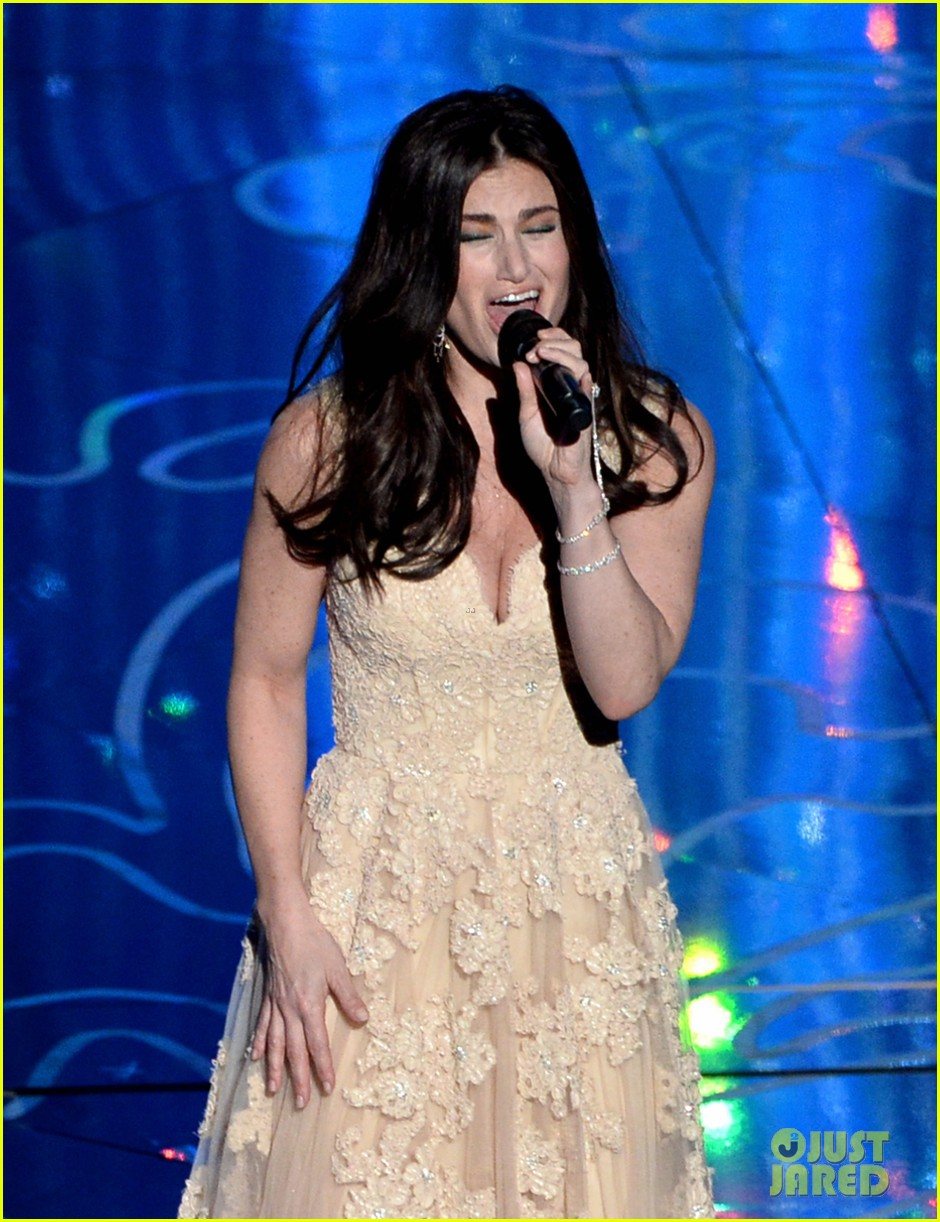 frozens idina menzel performs let it go at oscars 2014 video 023064169