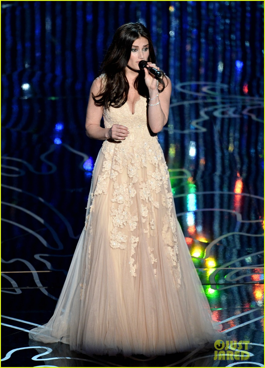 frozens idina menzel performs let it go at oscars 2014 video 033064170