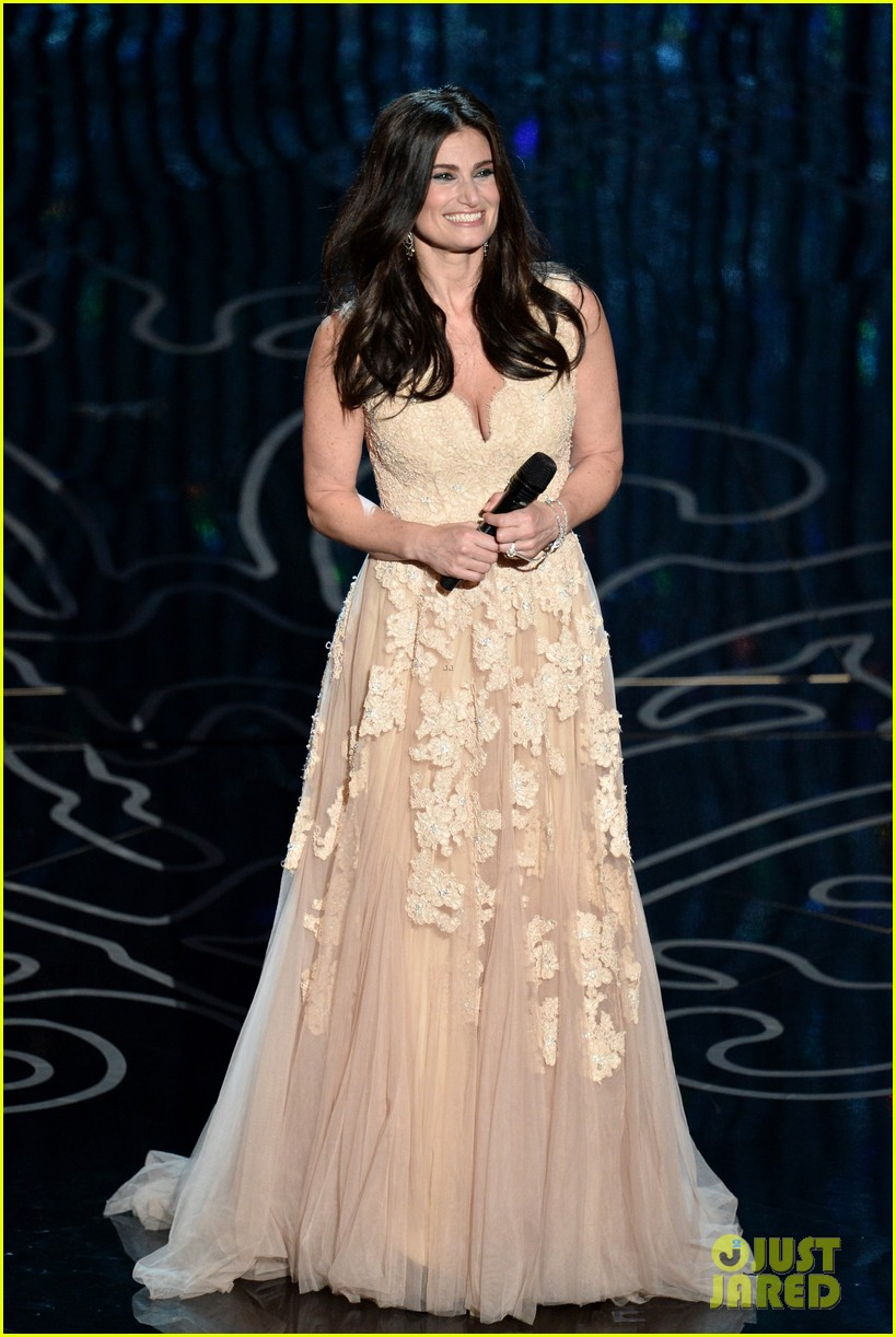 frozens idina menzel performs let it go at oscars 2014 video 053064172