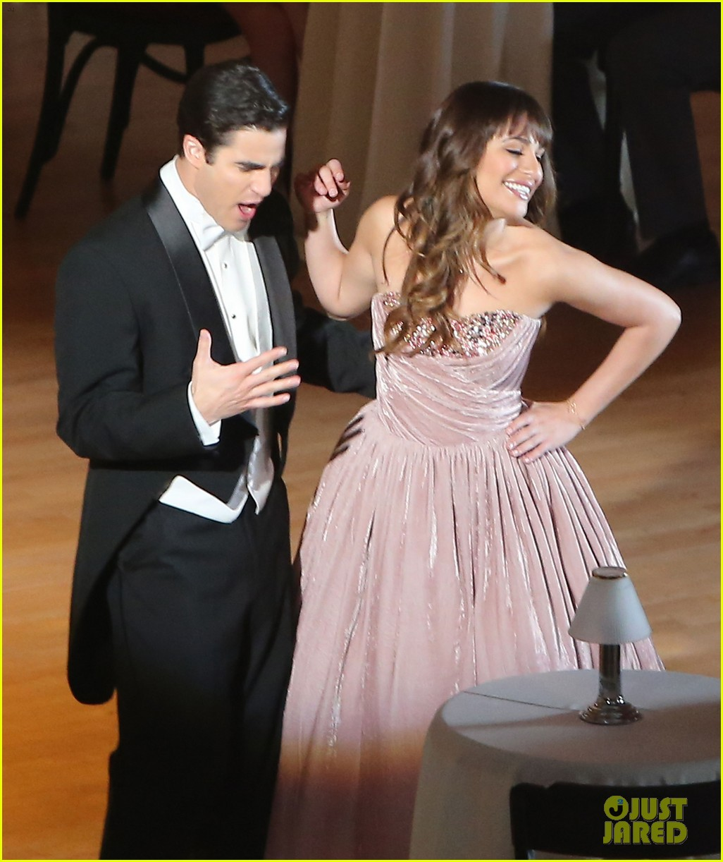 lea michele darren criss classic broadway number glee 08
