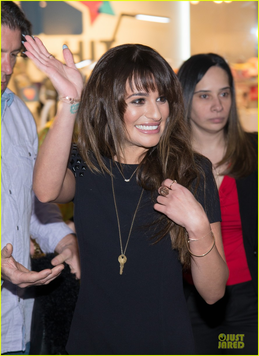 lea michele wears key around her neck at louder album signing 04