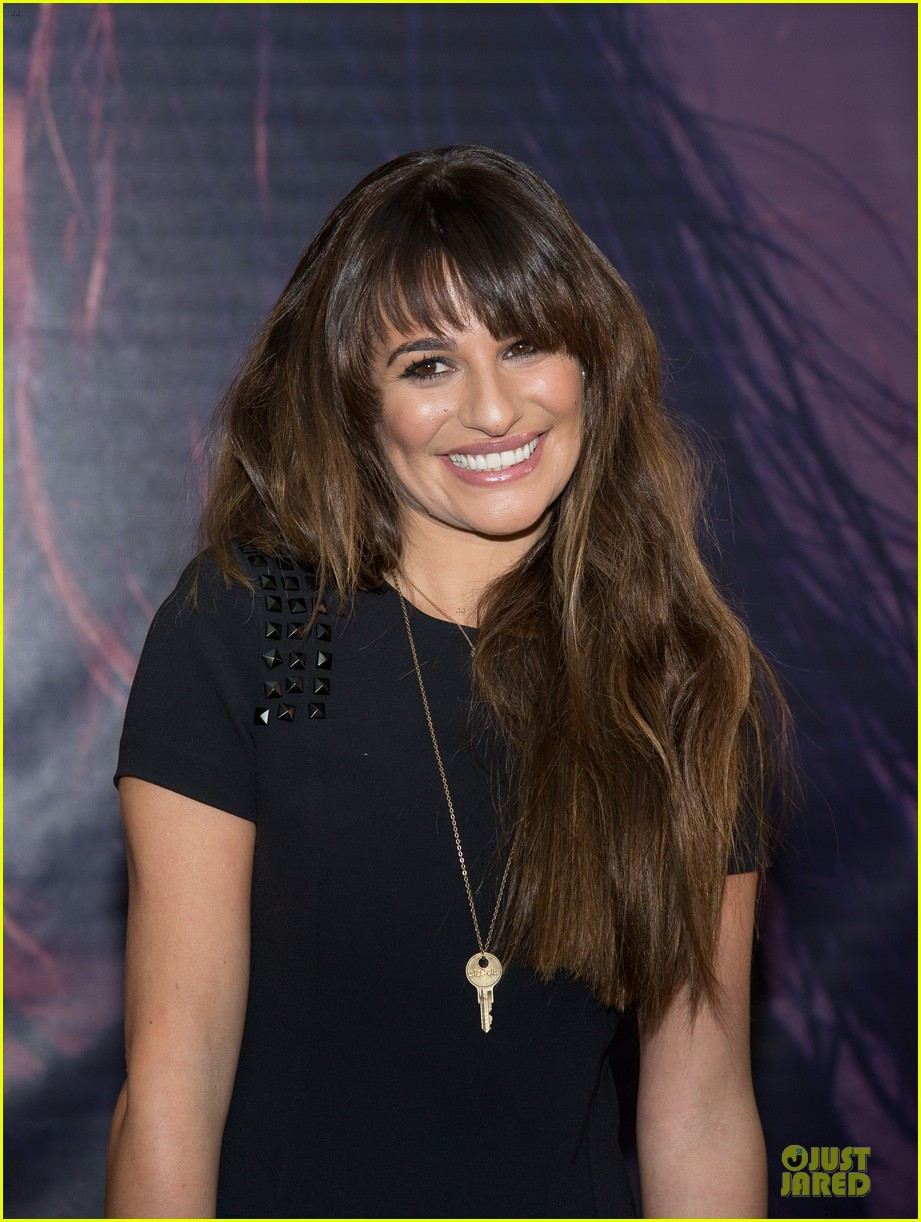 lea michele wears key around her neck at louder album signing 06