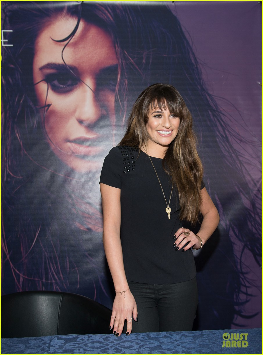 lea michele wears key around her neck at louder album signing 083065518