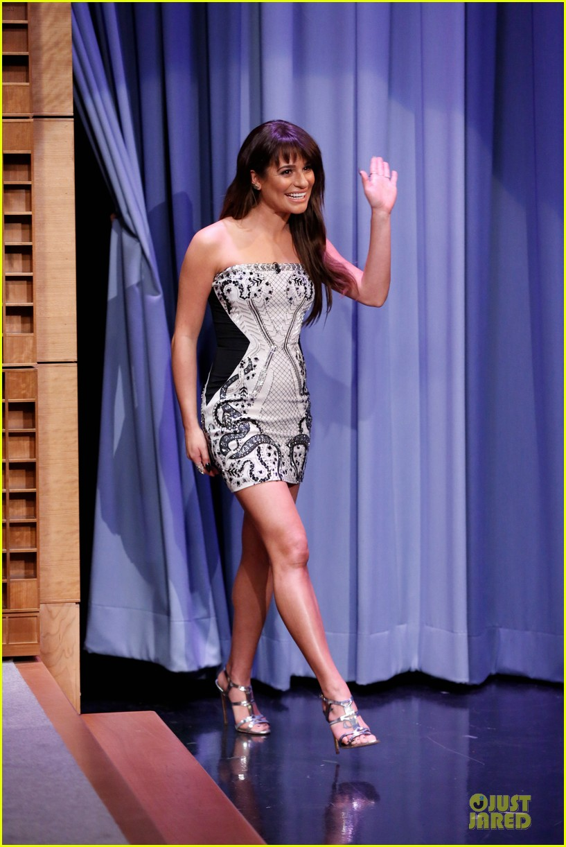 lea michele performs cannonball on tonight show 013066174