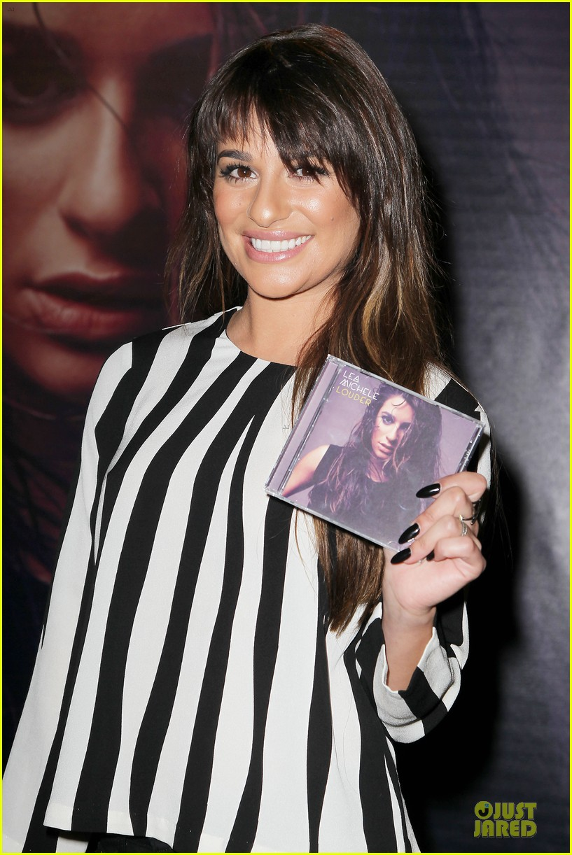 lea michele performs cannonball on tonight show 063066179