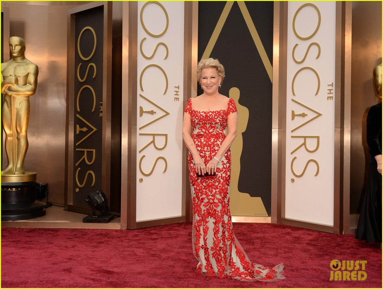 bette midler walks carpet before first oscars performance ever 013063956