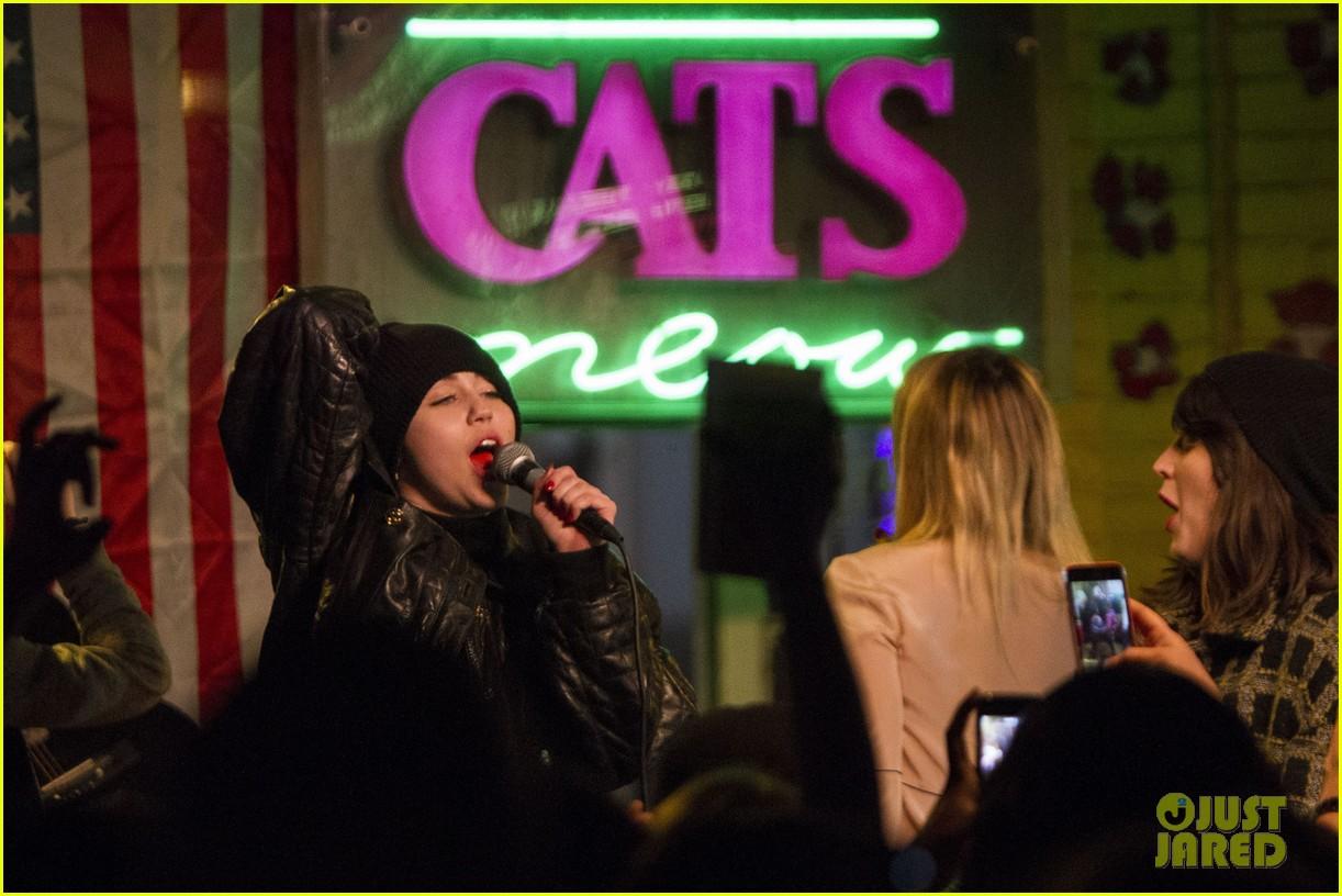 miley cyrus sings karaoke of sir mix alots baby got back 063074041