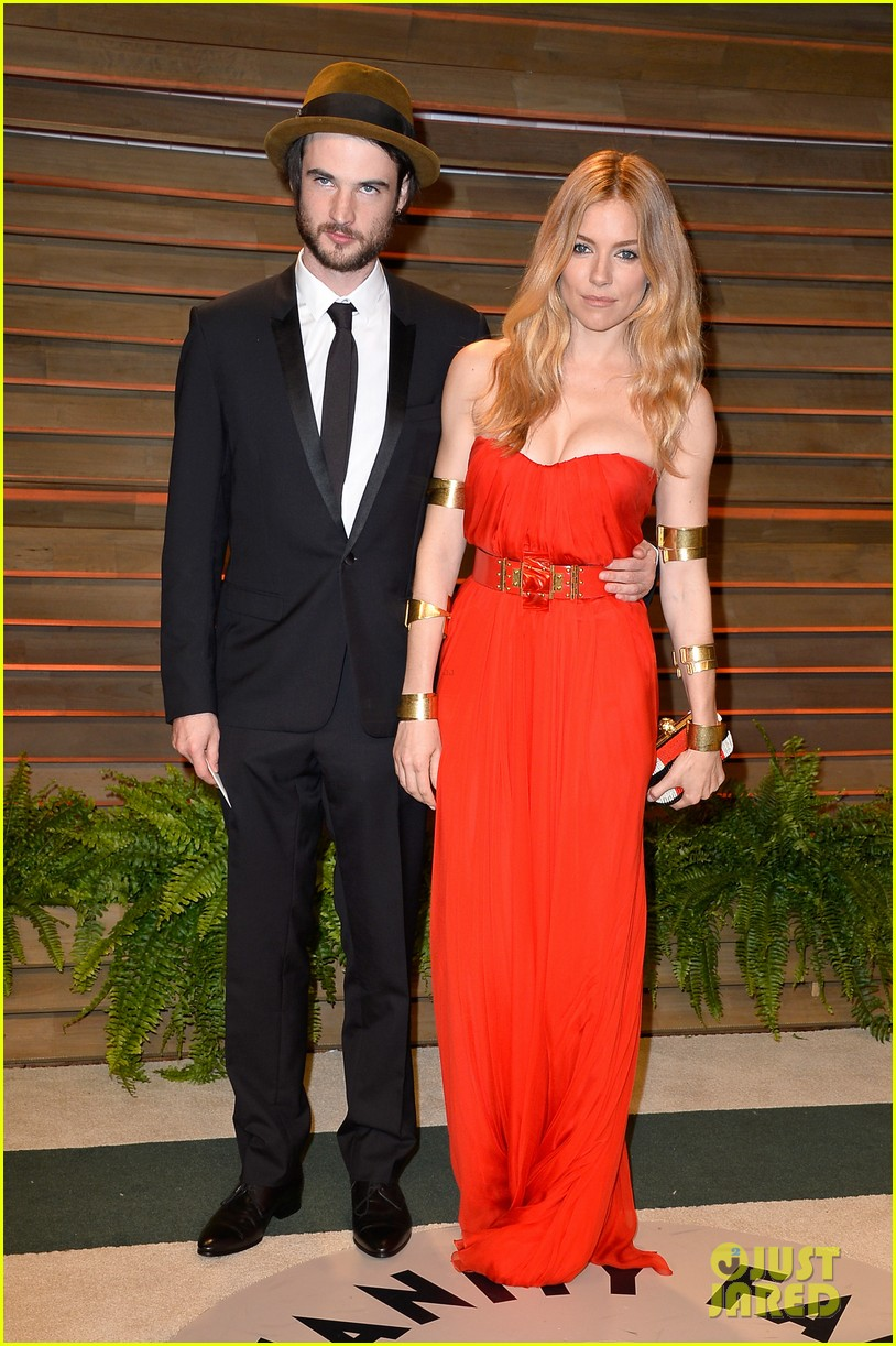 sienna miller tom sturridge vanity fair oscars party 2014 053064238
