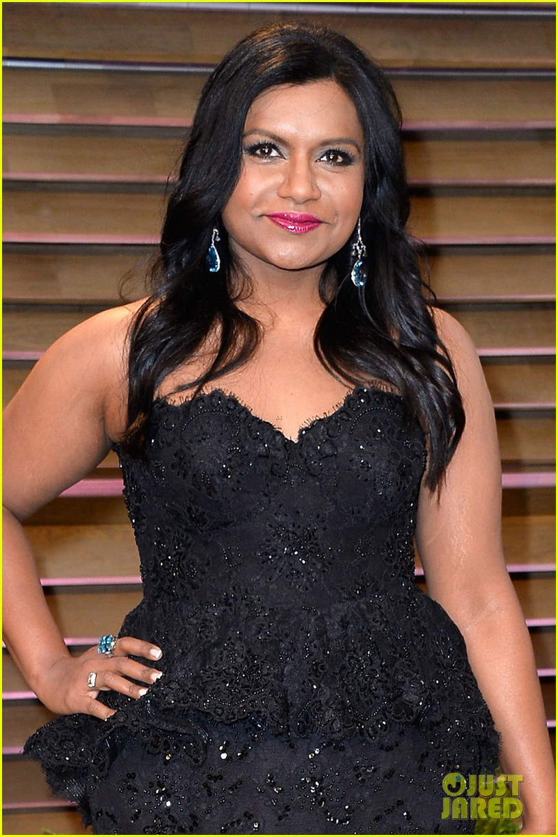 mindy kaling sparkles at vanity fair oscars party 2014 03
