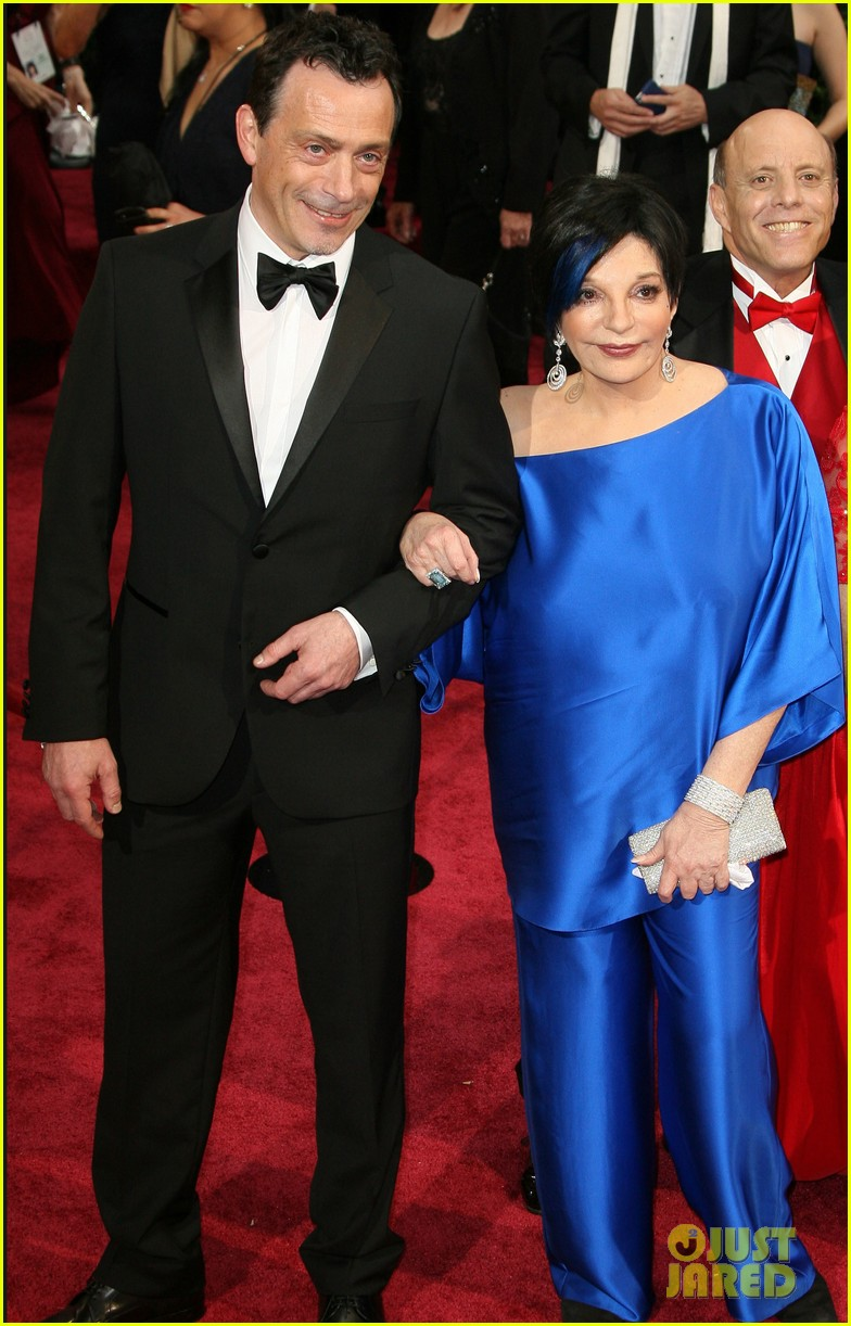 liza minnelli wears blue streak in hair at oscars 2014 073064045