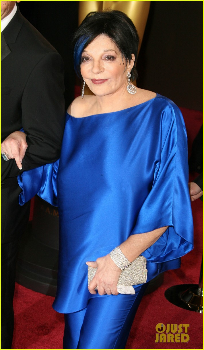 liza minnelli wears blue streak in hair at oscars 2014 083064046