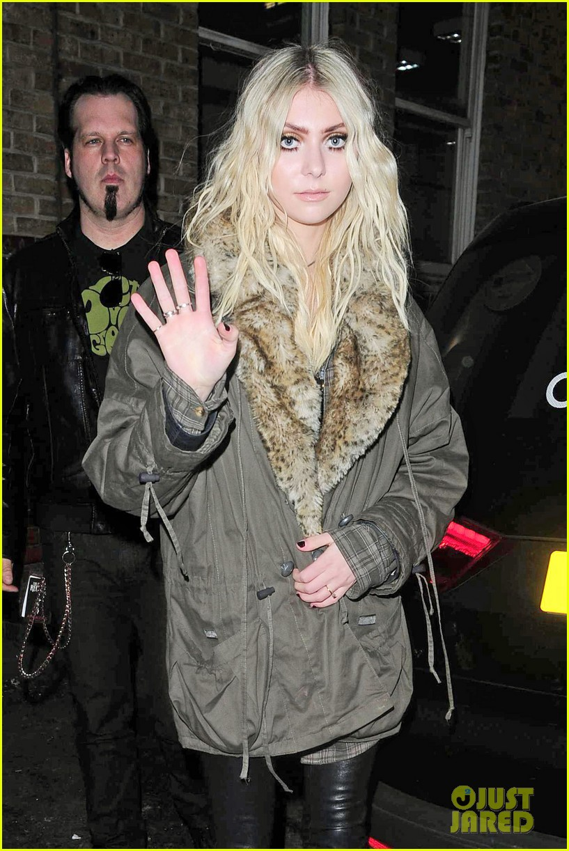 taylor momsen still disturbed by tampon string photos 013075453