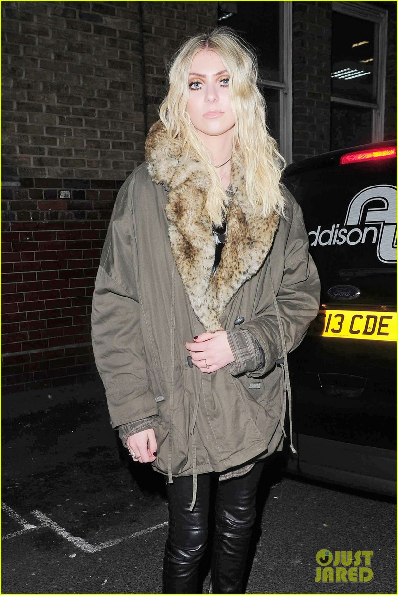 taylor momsen still disturbed by tampon string photos 033075455