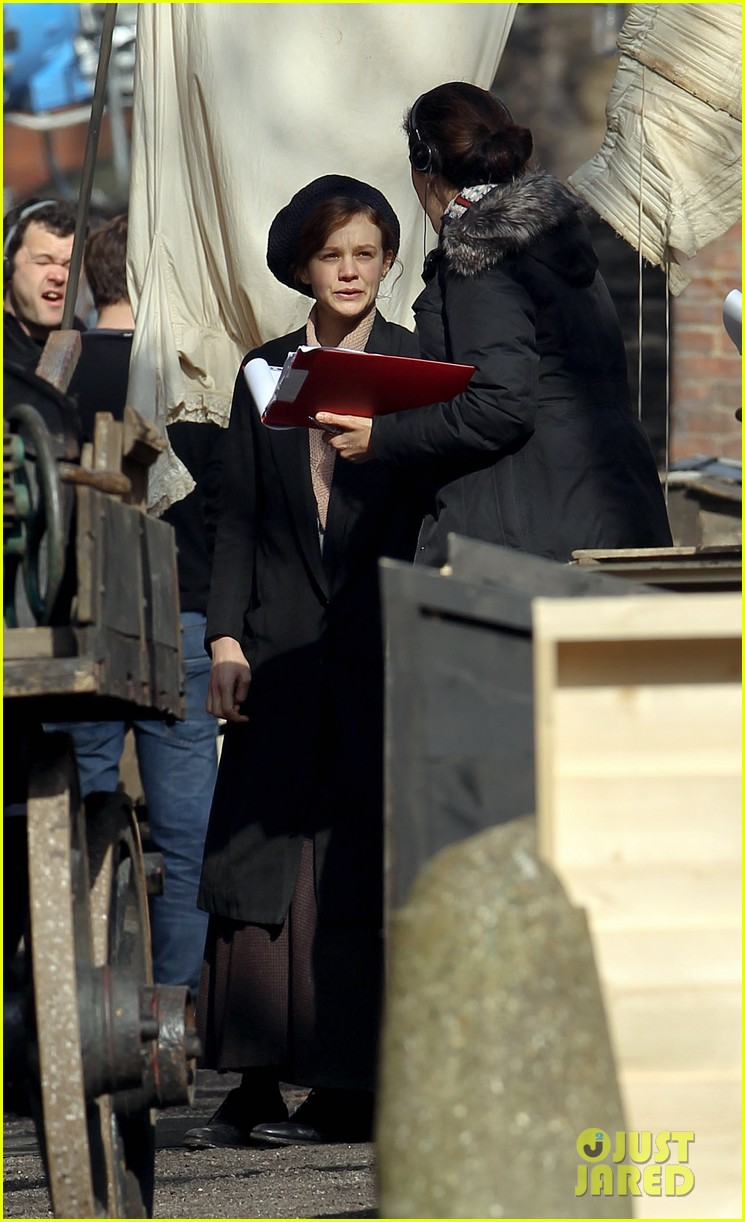 carey mulligan puts on her period garb for sufragette 06