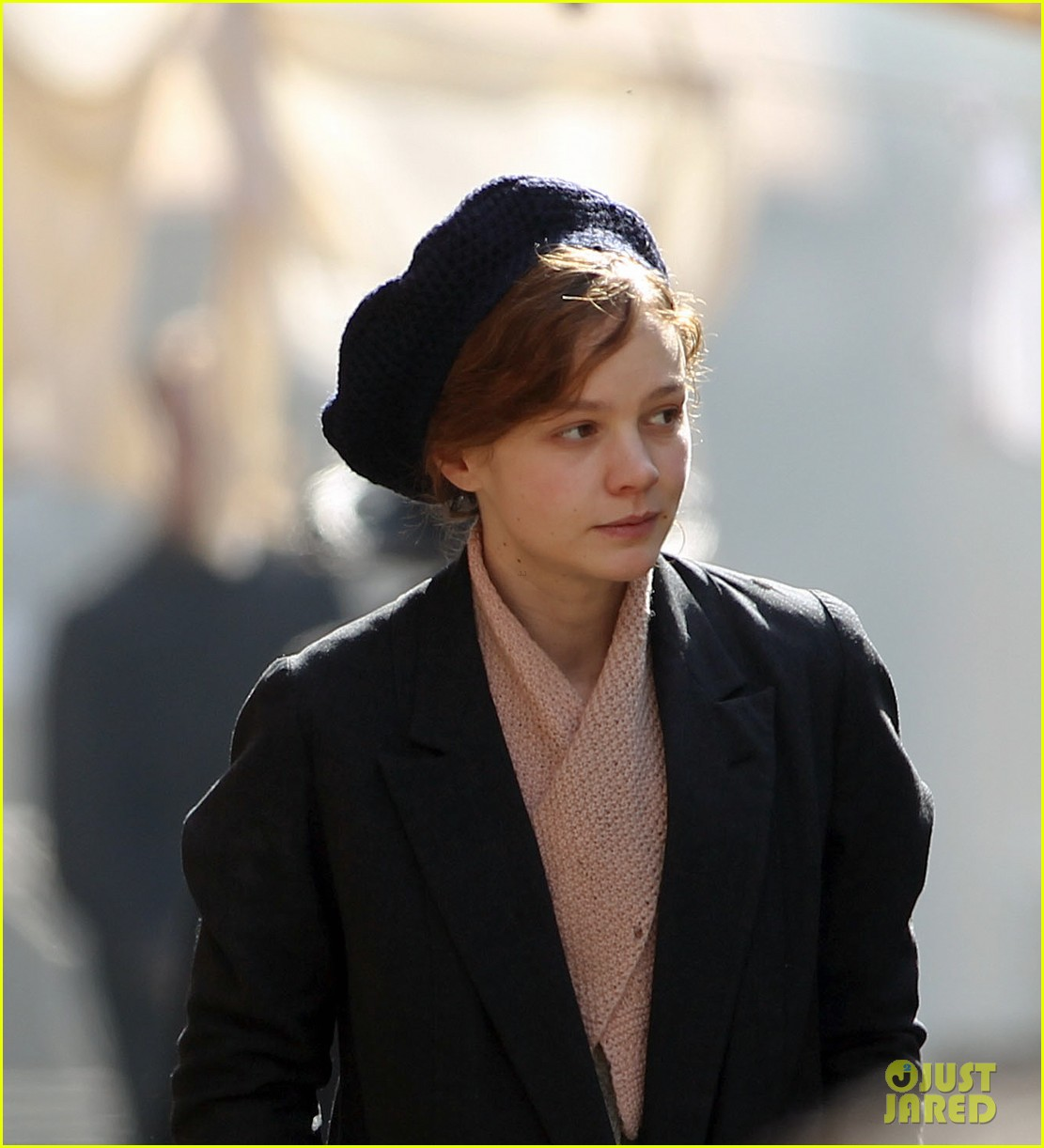 carey mulligan puts on her period garb for sufragette 283071181