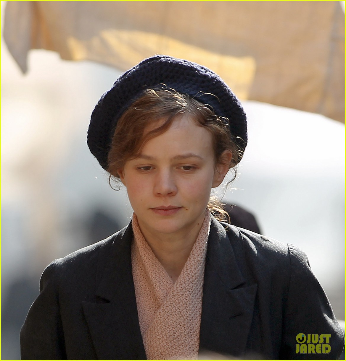 carey mulligan puts on her period garb for sufragette 29