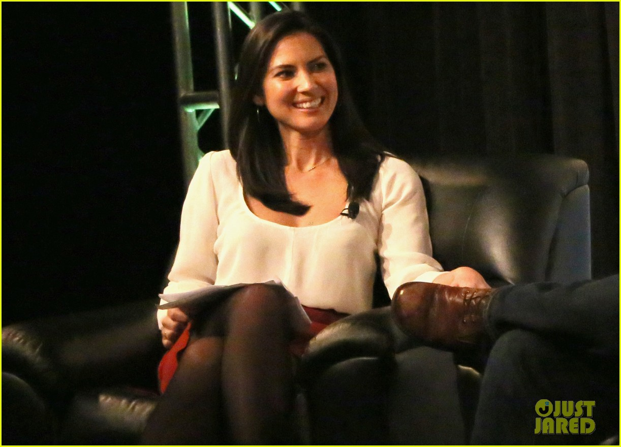 olivia munn late night seth meyers moderator at sxsw 043068709