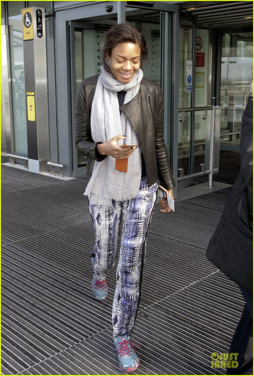 naomie harris is flawless without makeup at heathrow airport 033066146