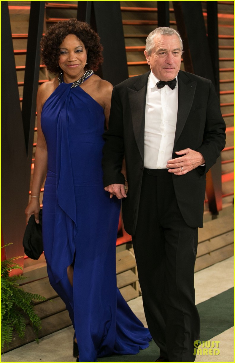 robert de niro steven tyler have contrasting styles at elton john oscars party 2014 053065072