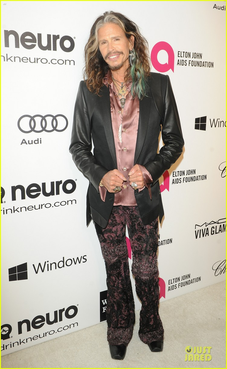robert de niro steven tyler have contrasting styles at elton john oscars party 2014 063065073