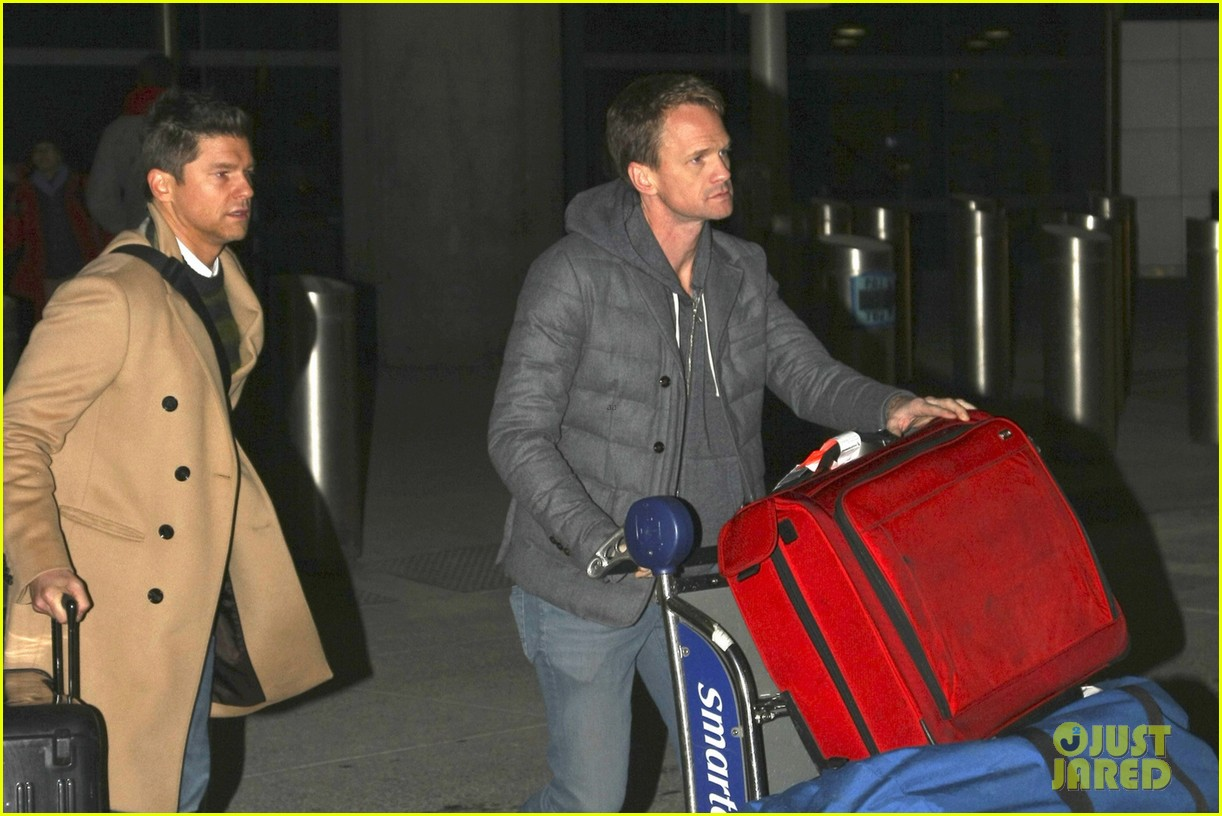 neil patrick harris david burtka head to new york for good 033066823