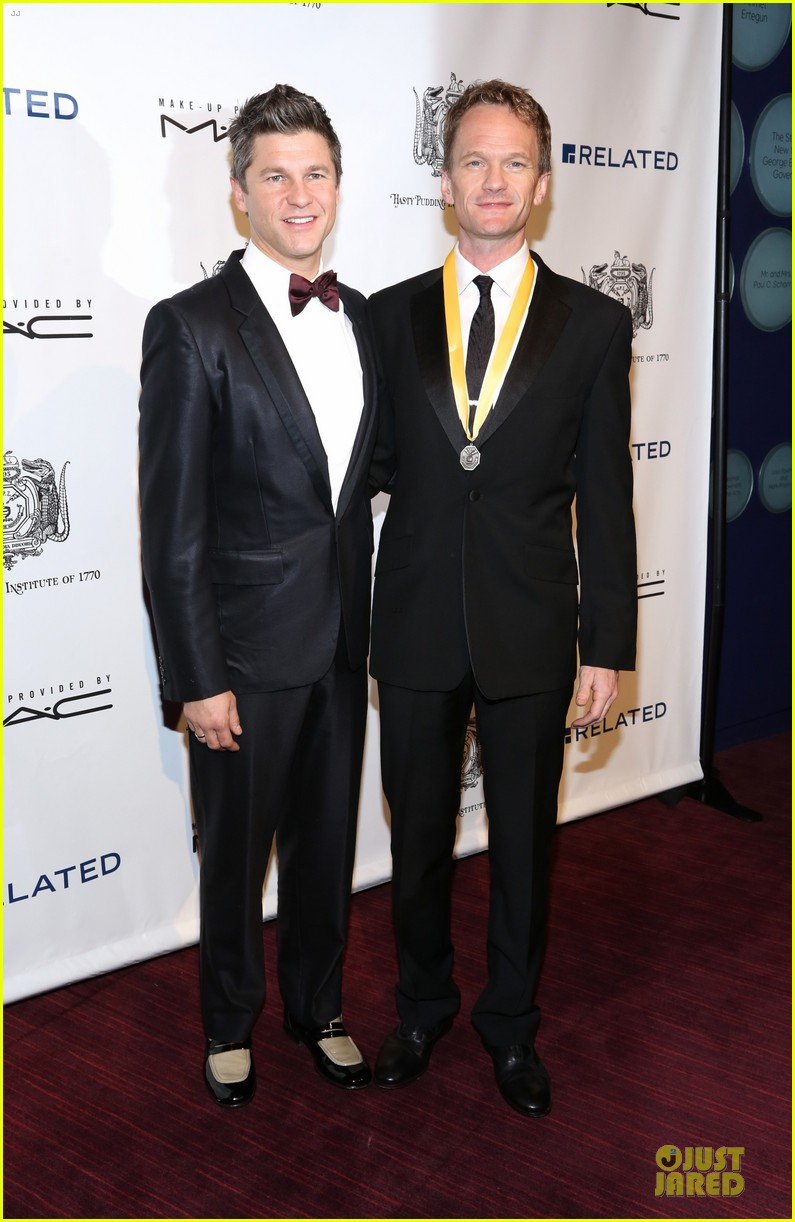 neil patrick harris honored at hasty pudding awards 033069665