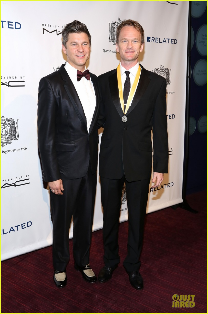 neil patrick harris honored at hasty pudding awards 043069666