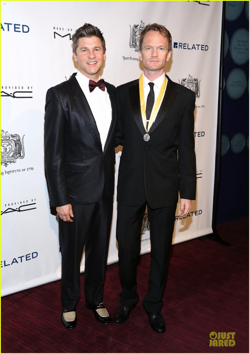 neil patrick harris honored at hasty pudding awards 053069667
