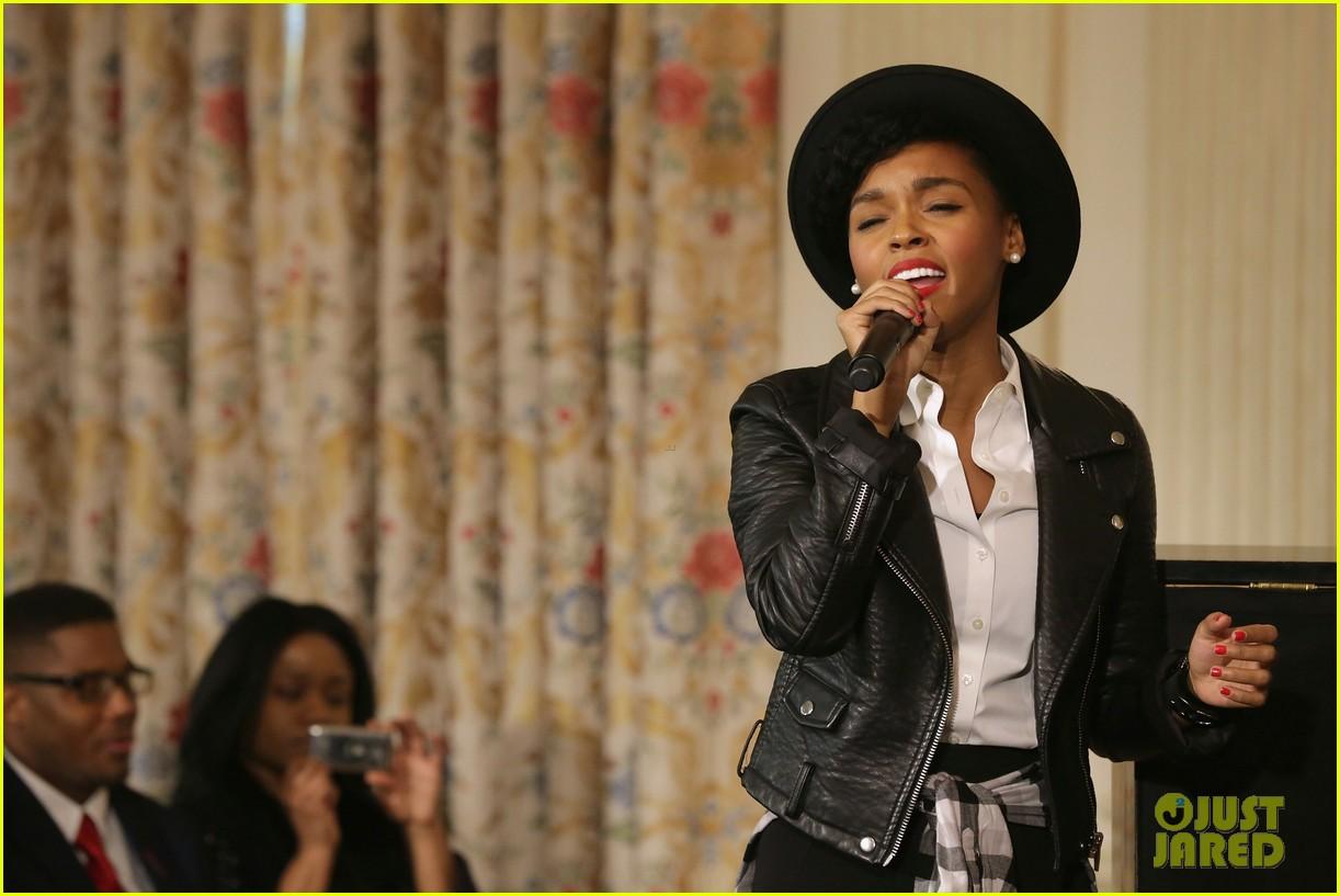 michelle obama hosts women in music function president obama misspells respect 073067766