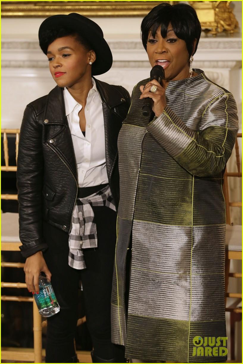 michelle obama hosts women in music function president obama misspells respect 093067768