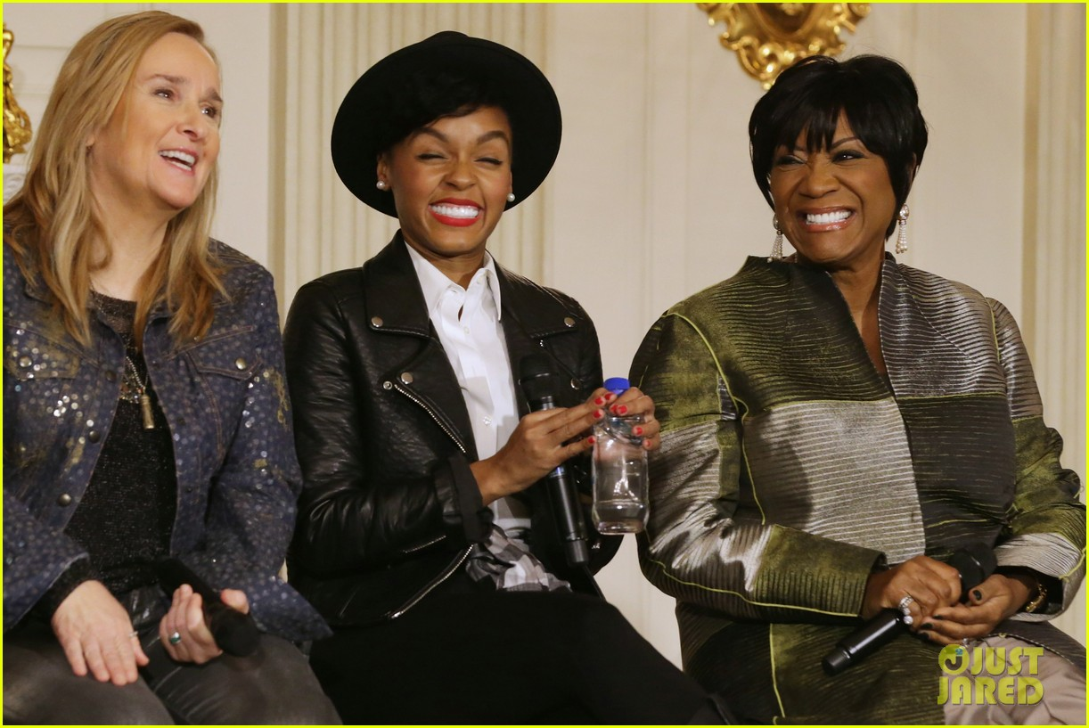 michelle obama hosts women in music function president obama misspells respect 10