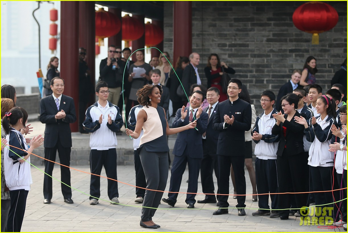michelle obama jumps rope in china 09