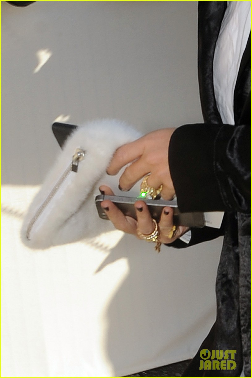 mary kate olsen flashes huge engagement ring louis vuitton show ashley 02