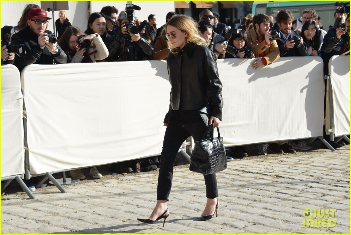mary kate olsen flashes huge engagement ring louis vuitton show ashley 063066470