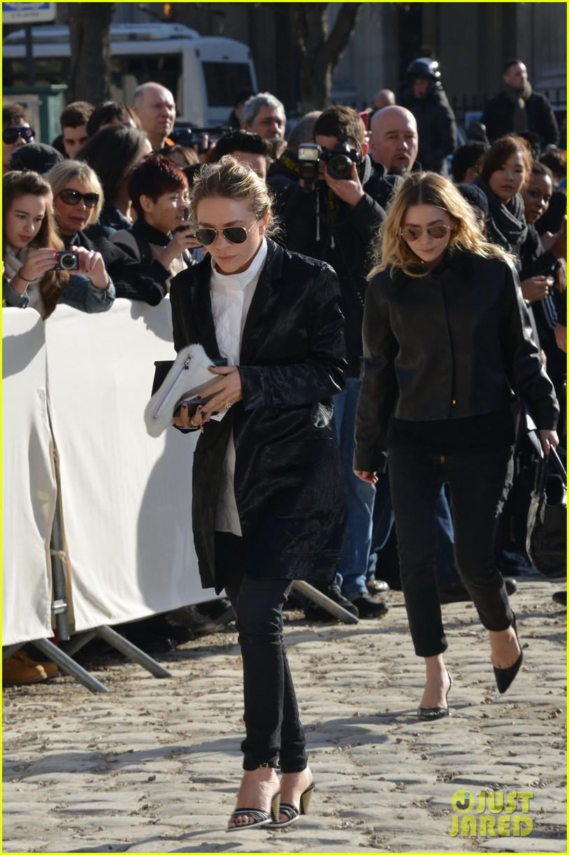 mary kate olsen flashes huge engagement ring louis vuitton show ashley 083066472