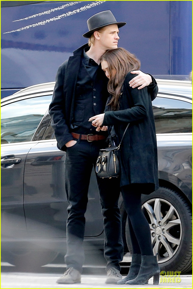 elizabeth olsen boyd holbrook enjoy a romantic kiss in paris 033066247