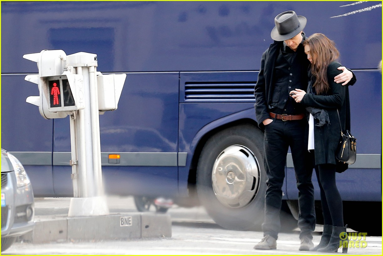 elizabeth olsen boyd holbrook enjoy a romantic kiss in paris 14