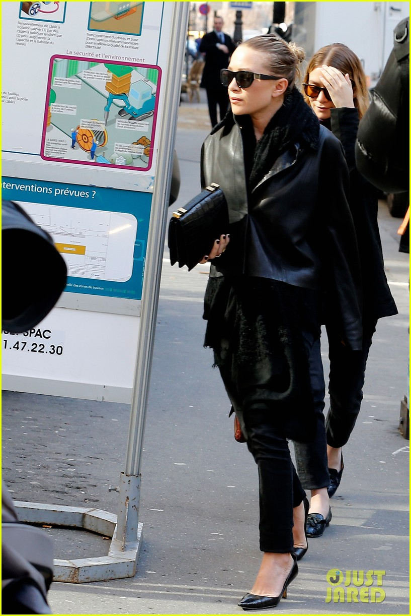 ashley olsen leads the way to louis vuitton mary kate her huge rock follow behind 053067194