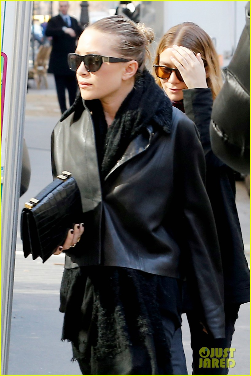 ashley olsen leads the way to louis vuitton mary kate her huge rock follow behind 073067196
