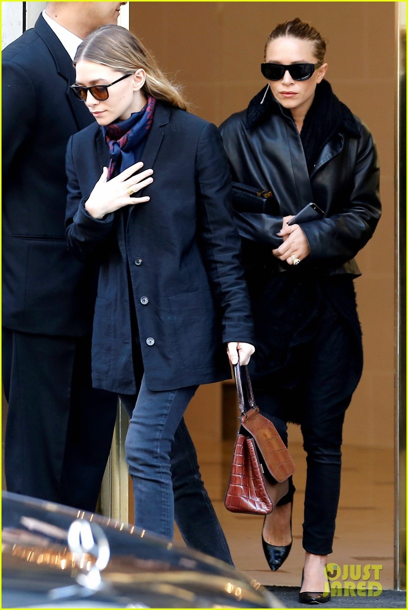 ashley olsen leads the way to louis vuitton mary kate her huge rock follow behind 113067200