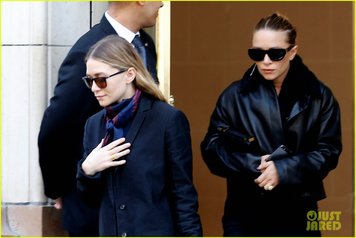 ashley olsen leads the way to louis vuitton mary kate her huge rock follow behind 123067201