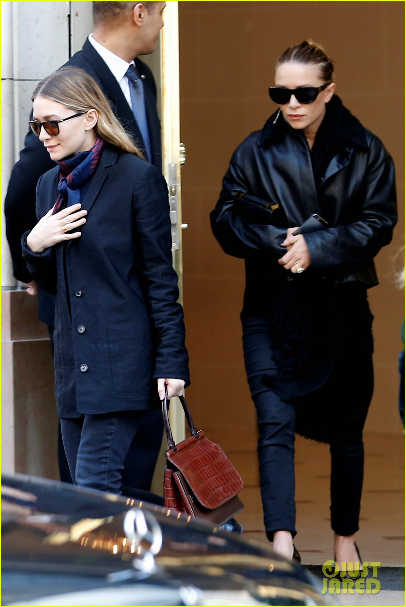 ashley olsen leads the way to louis vuitton mary kate her huge rock follow behind 133067202