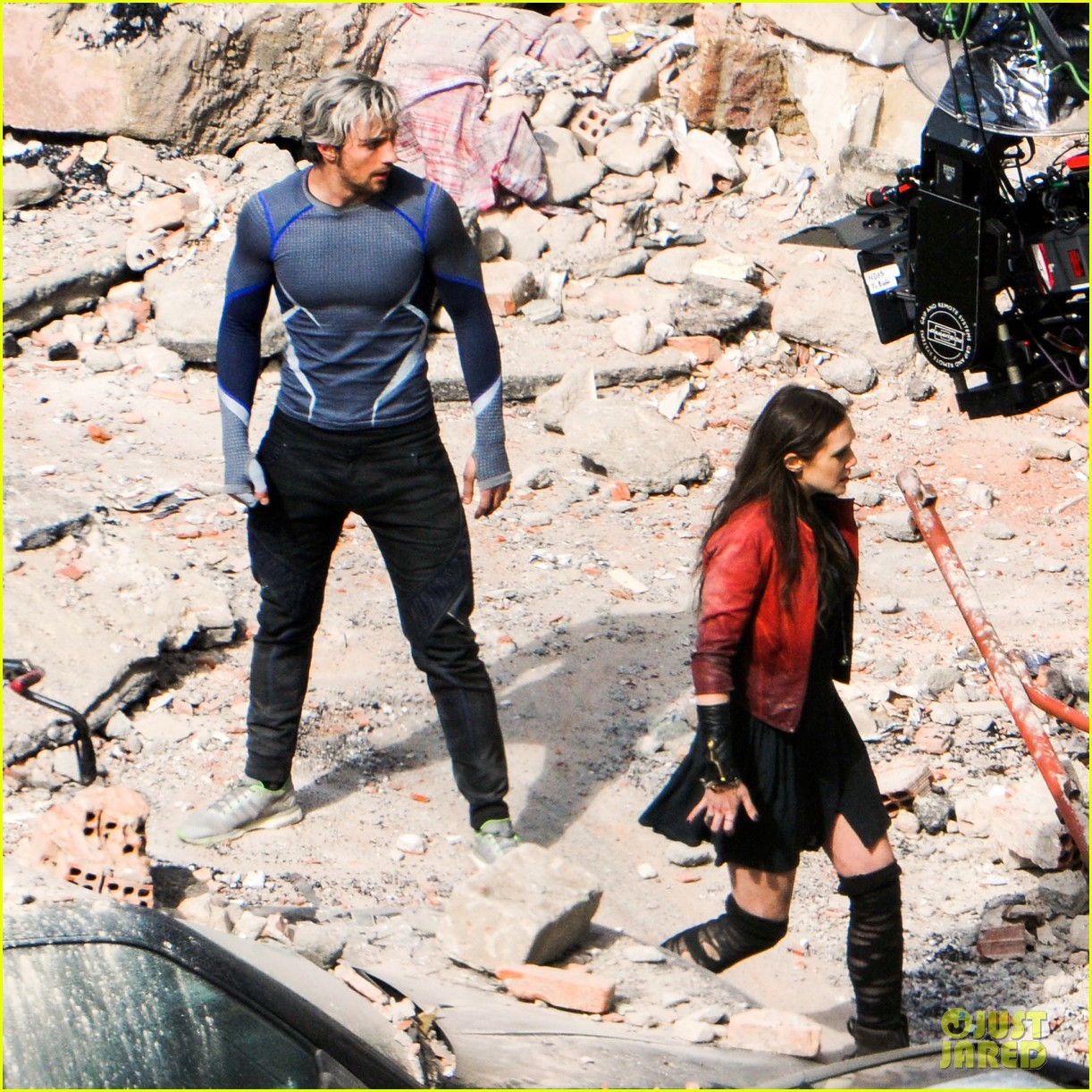 elizabeth olsen aaron taylor johnson more action packed avengers 2 pics 14