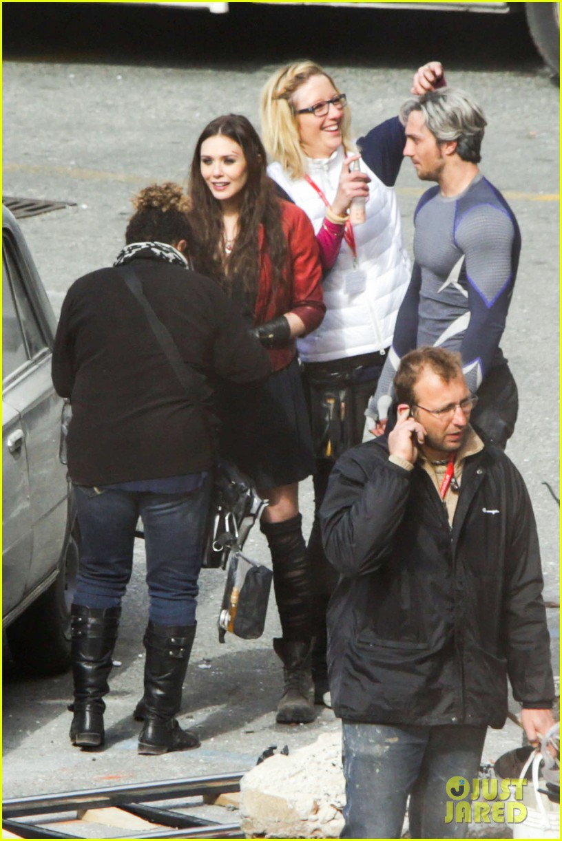 elizabeth olsen aaron taylor johnson more action packed avengers 2 pics 173078339