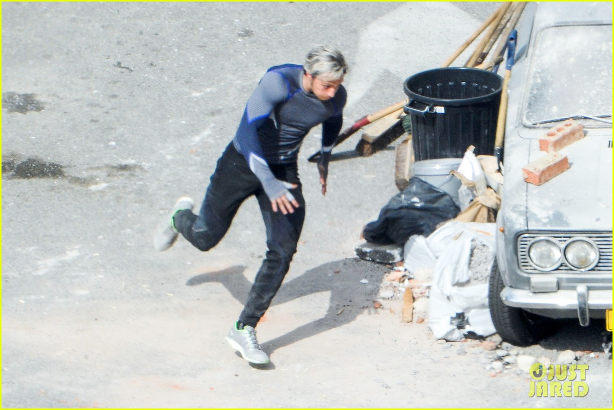 elizabeth olsen aaron taylor johnson more action packed avengers 2 pics 19