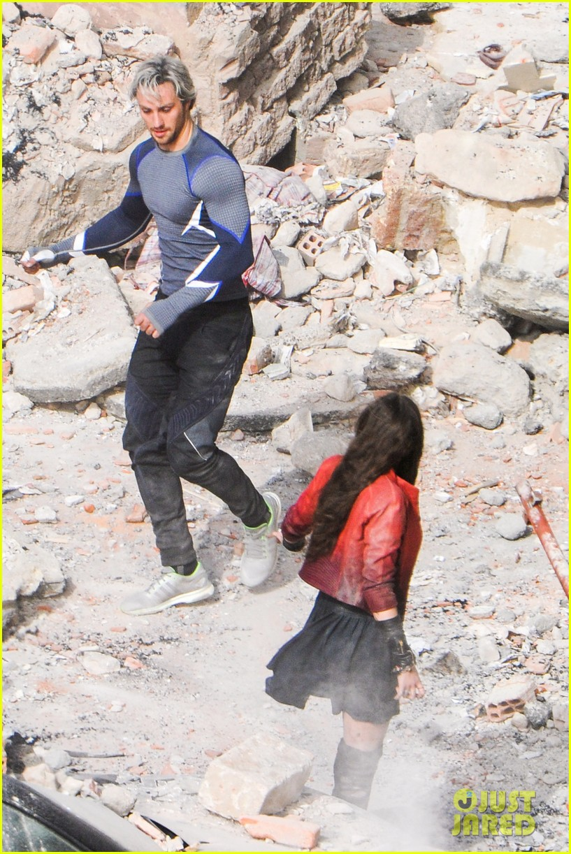 elizabeth olsen aaron taylor johnson more action packed avengers 2 pics 203078342
